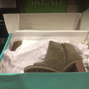 New in box with tags olive peep toed olive heels